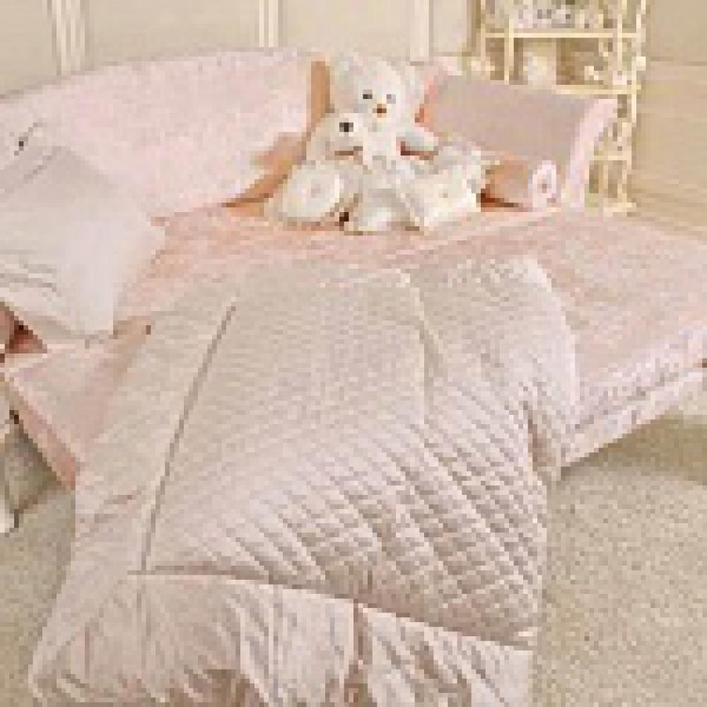 Раскладной классический диван в светло-розовой обивке с узорами от фабрики Savio Firmino